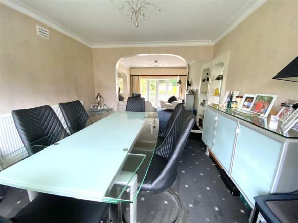 Lounge /Dining Room