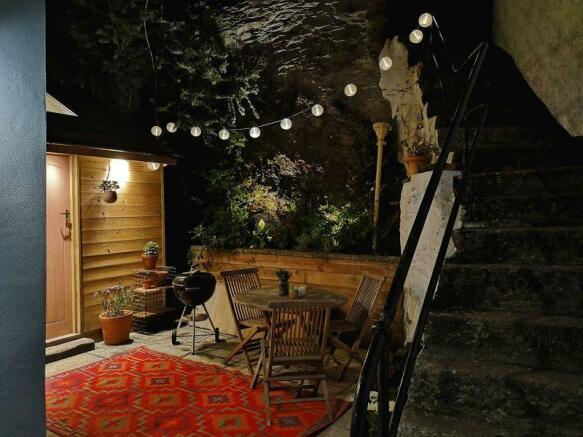 Courtyard by N...