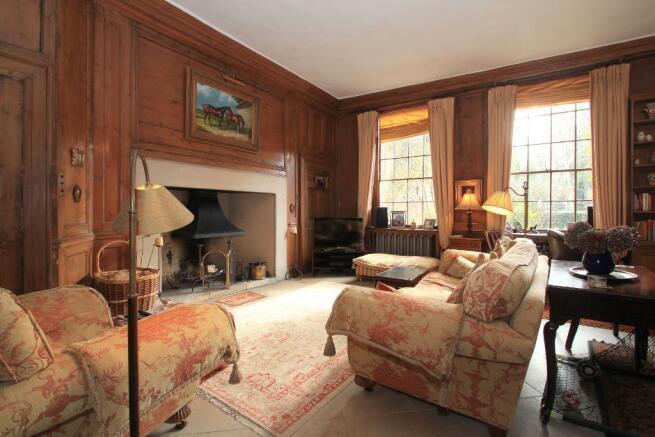 Open fireplace, panelling, sash windows