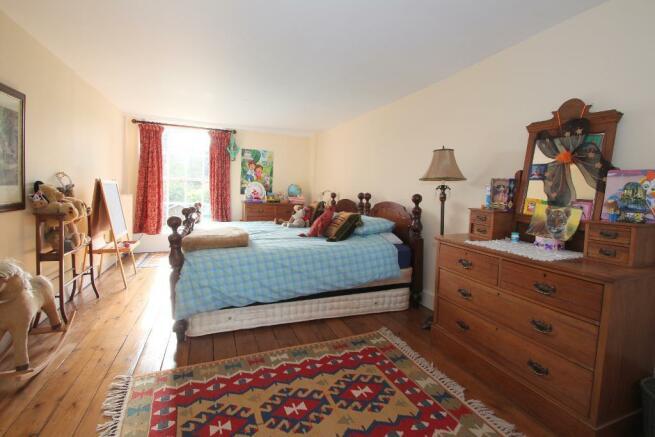25' dual aspect Bedroom 2