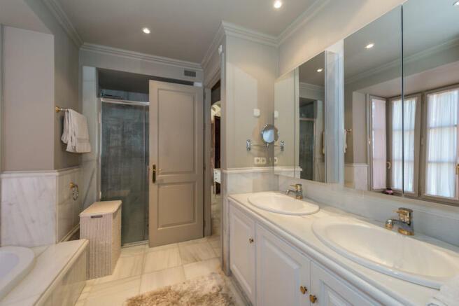 Second bathroom en-s