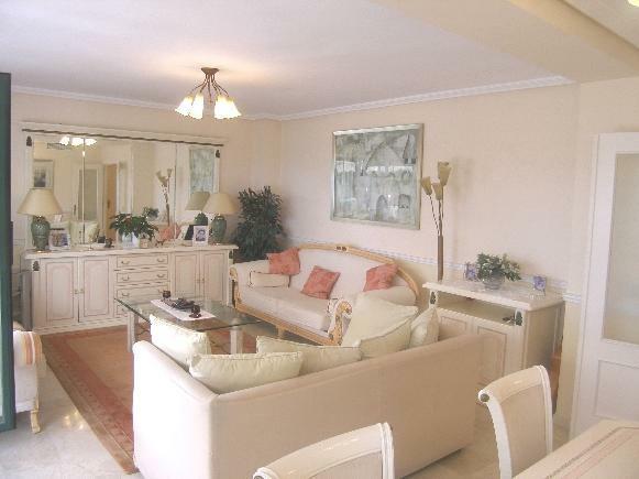 1 (2) lounge area