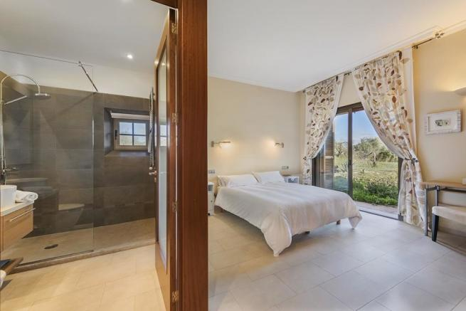 double bedroom with