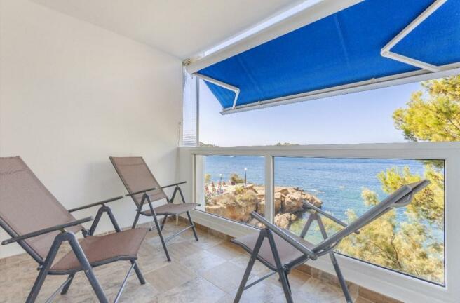balcony + sea view
