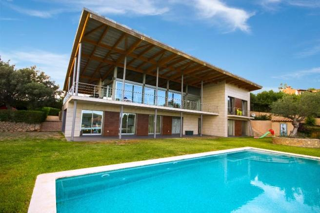 Façade and pool
