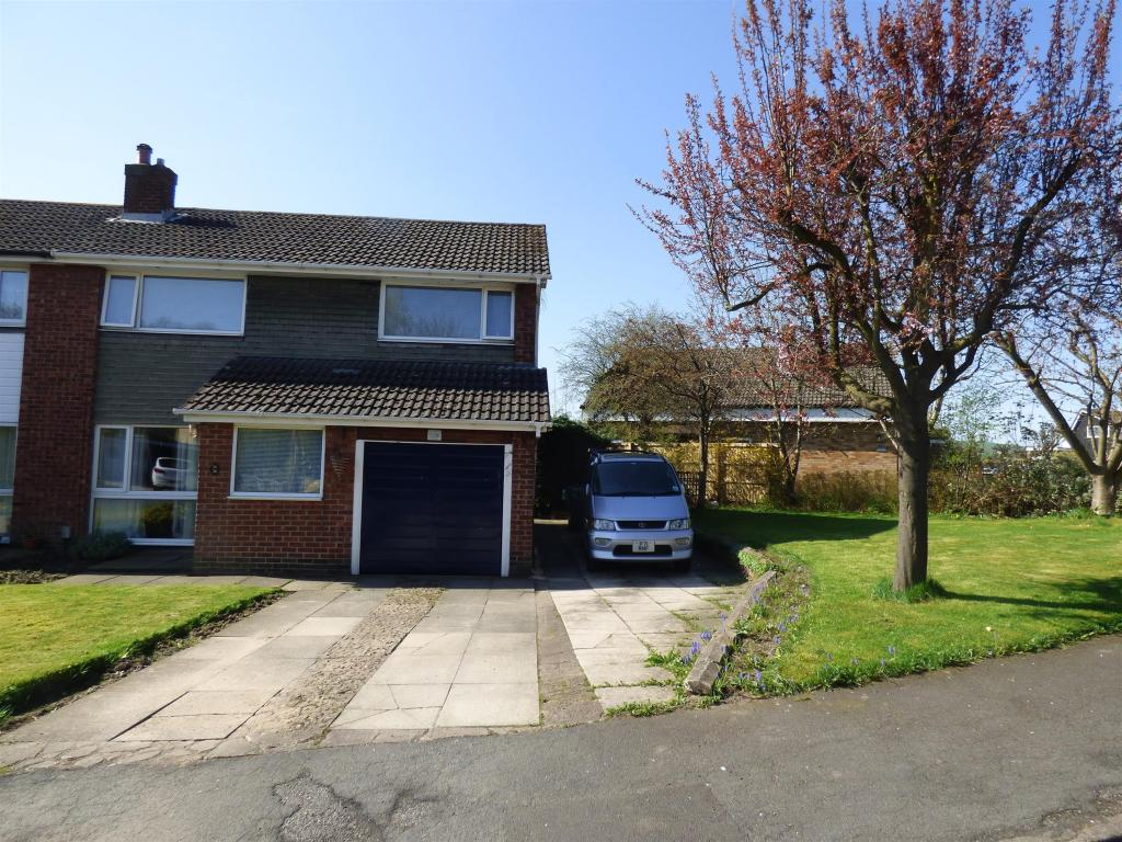 3 bedroom semi-detached house for sale - Springfield Park, Mirfield, WF14 9PE