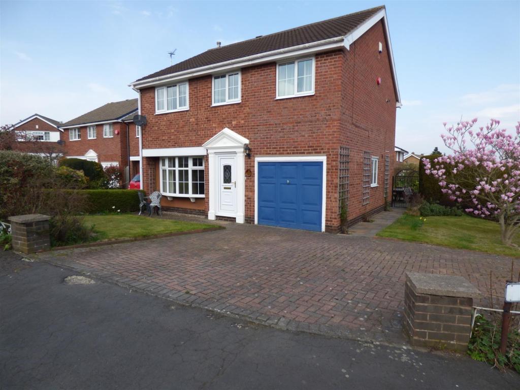 4 bedroom detached house to rent - Fernhurst Crescent, Mirfield, WF14 9TE