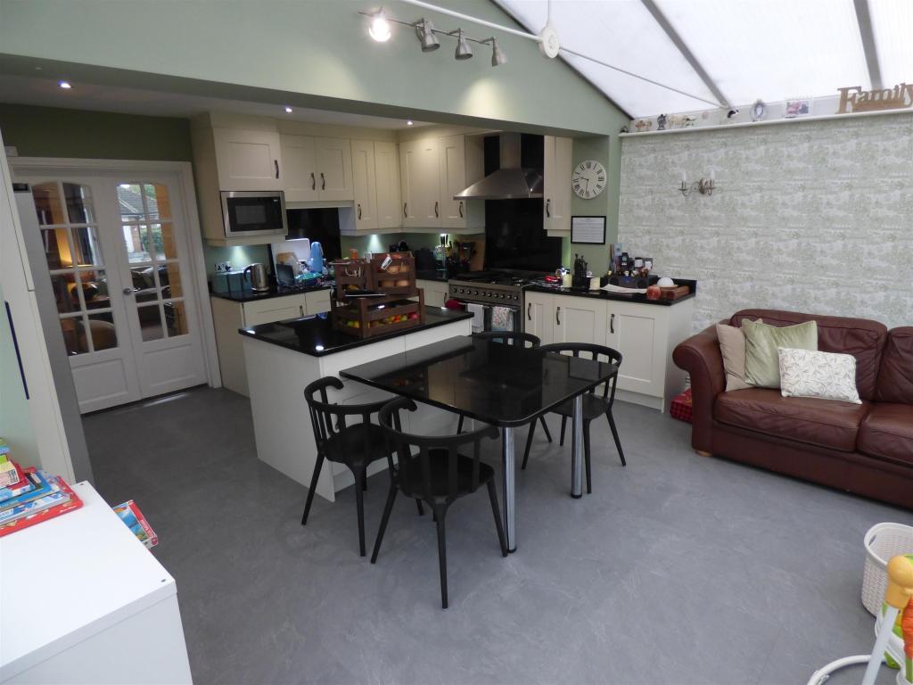 3 bedroom semi-detached house for sale - Robin Royd Grove, Mirfield, WF14 0LB