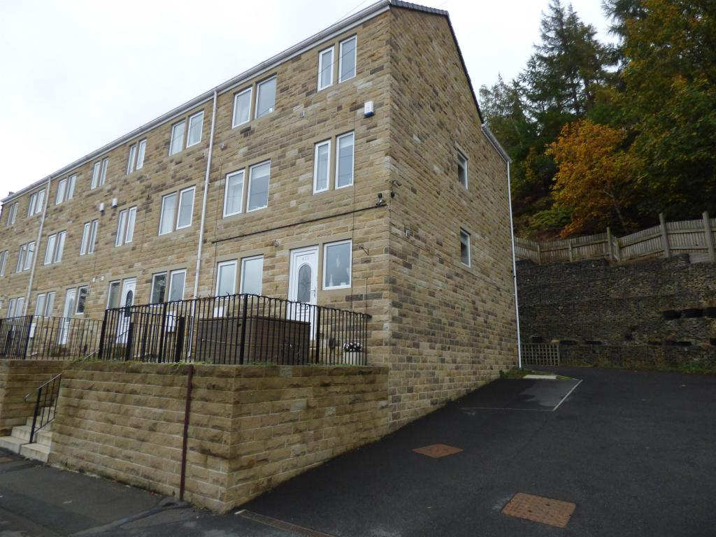 4 bedroom end of terrace house for sale - Manchester Road, Linthwaite, HD7 5RD
