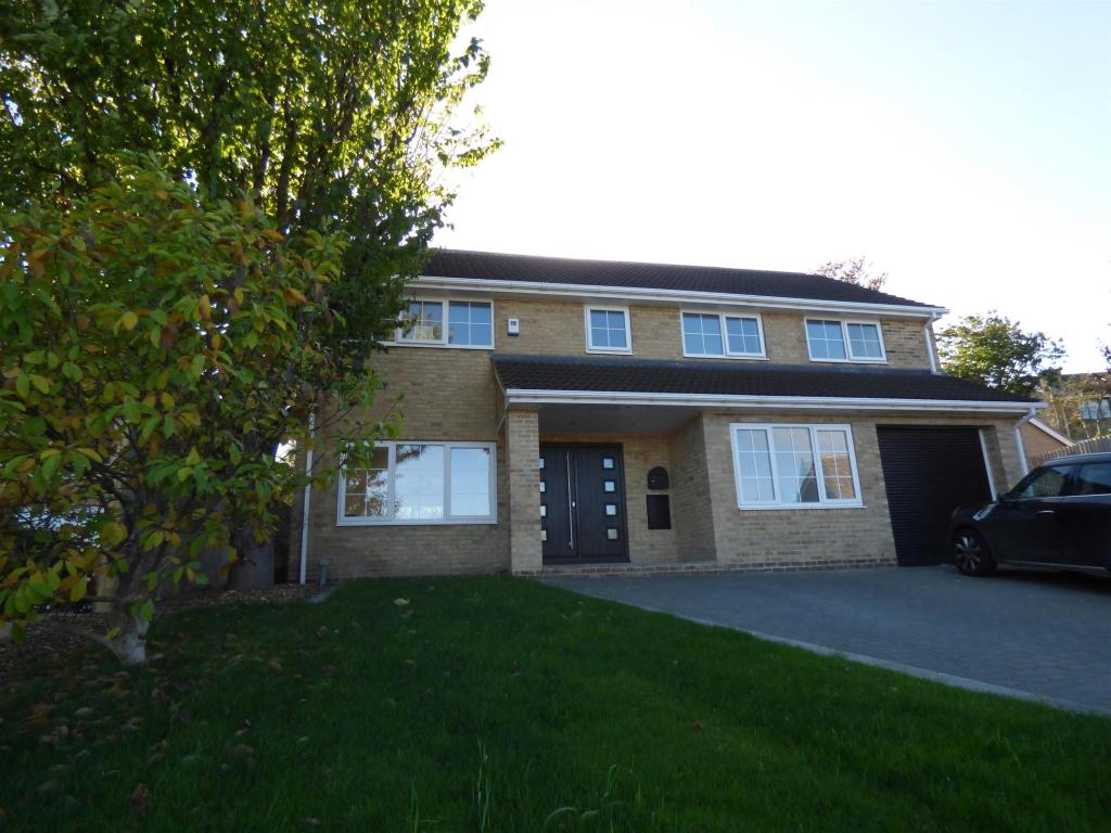 5 bedroom detached house for sale - Chiltern Drive, Upper Hopton, WF14 8PZ