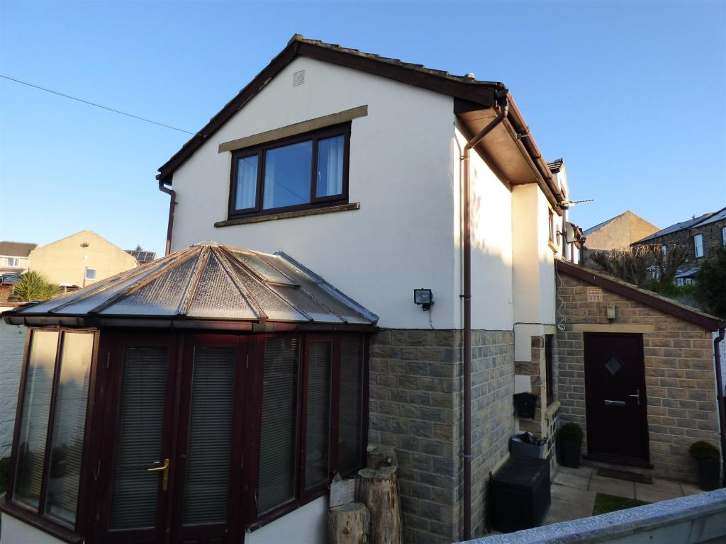 3 bedroom detached house for sale - Stocksbank Road, Mirfield, WF14 9QB