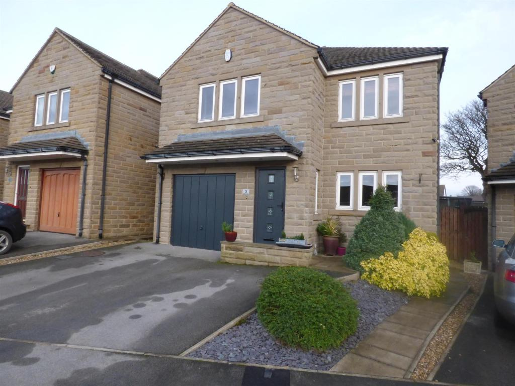 4 bedroom detached house for sale - Heights Court, Liversedge, WF15 8HP