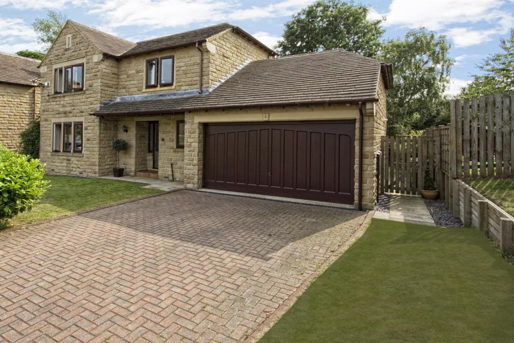 4 bedroom detached house for sale - Pinewood Gardens, Mirfield, WF14 9TB