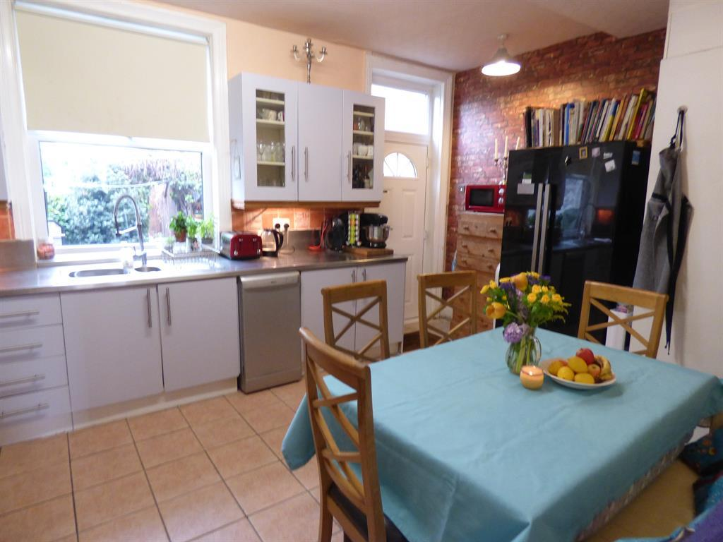 3 bedroom semi-detached house for sale - Huddersfield Road, Ravensthorpe, WF13 3HU