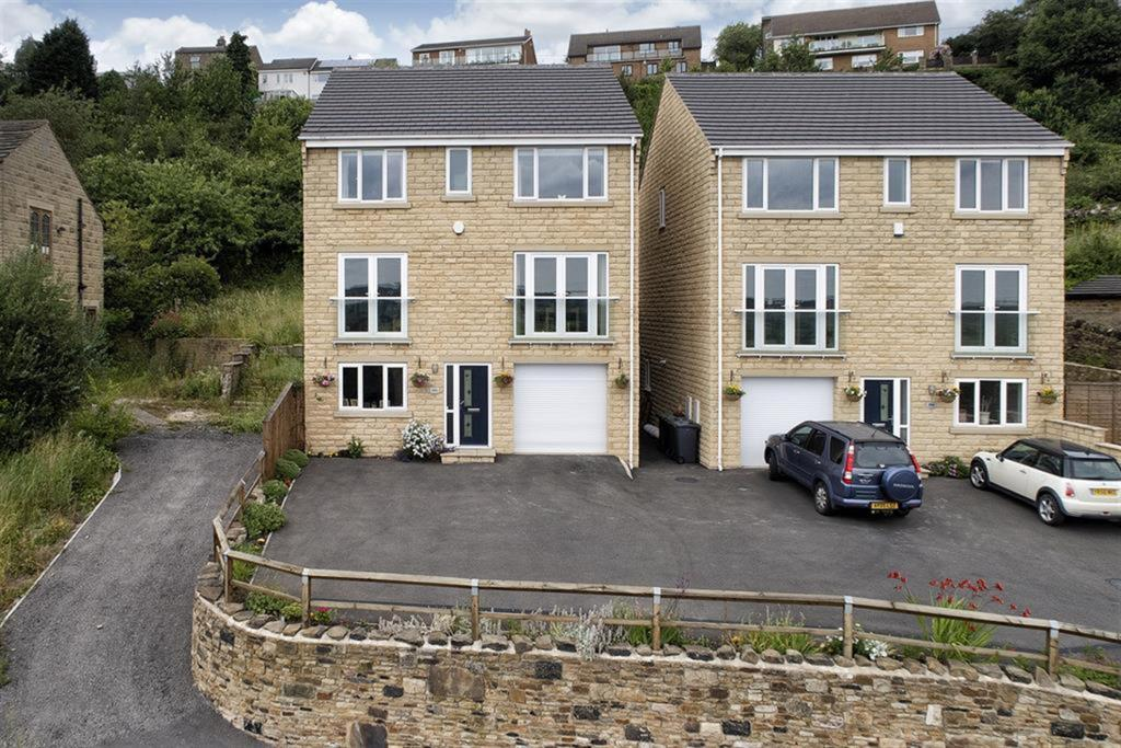 4 bedroom detached house for sale - Whitley Road, Thornhill, WF12 0LR