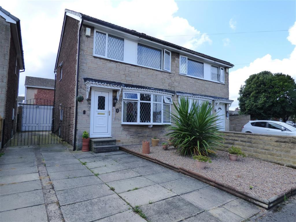 3 bedroom semi-detached house for sale - Whitby Crescent, Dewsbury, WF12 7ND