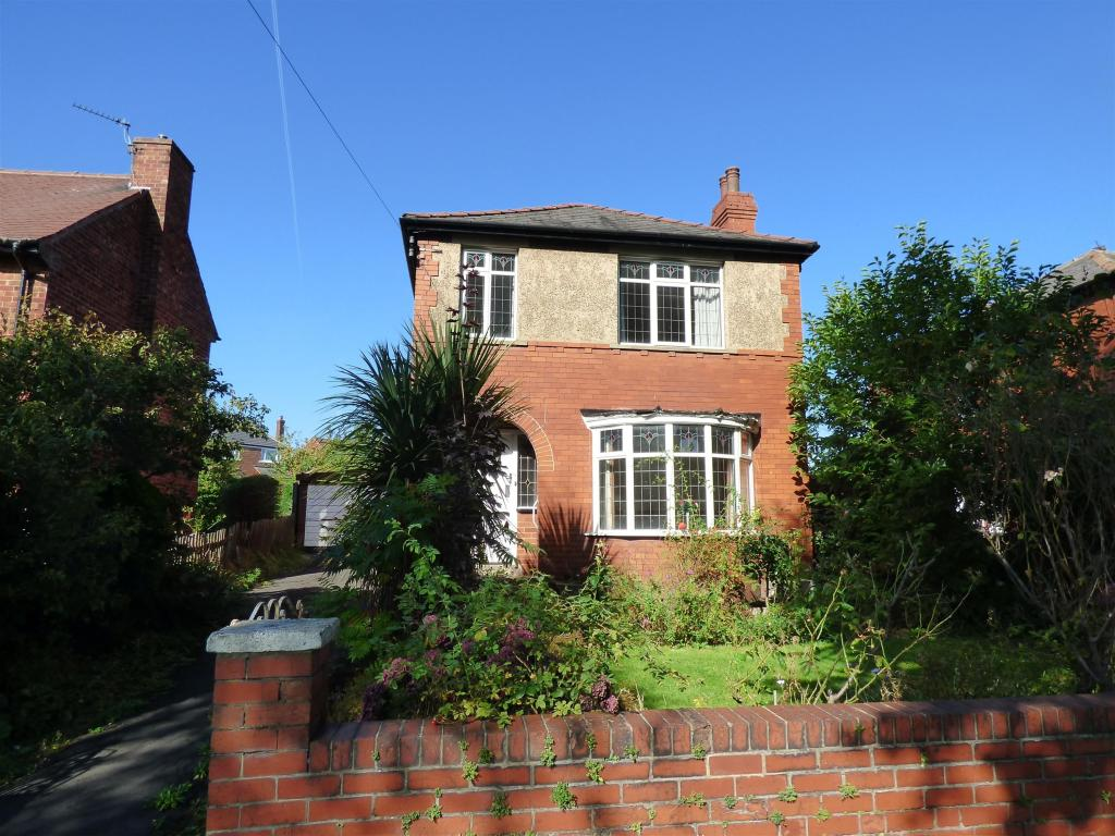 3 bedroom detached house for sale - Huddersfield Road, Roberttown, WF15 7QQ