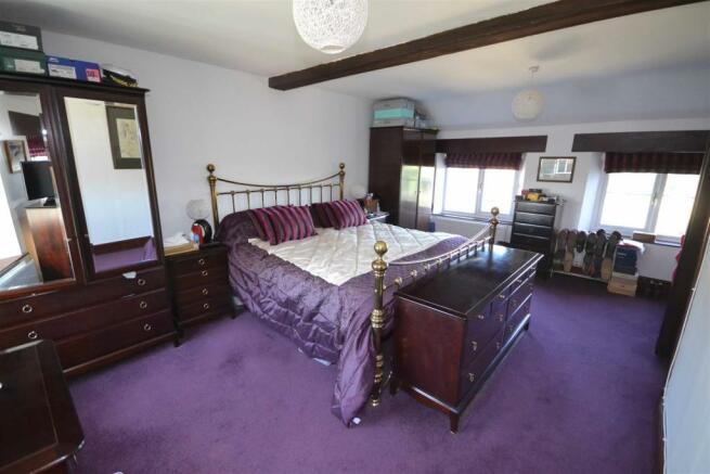 Aunby - Master Bedroom i.jpg