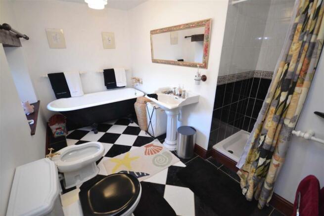 Aunby - Family Bathroom.jpg
