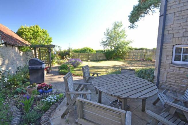 Aunby - Garden & patio.jpg
