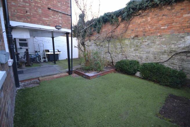 Tinwell - Garden i.jpg