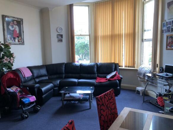 F6, 9 Dalby - Lounge.jpg