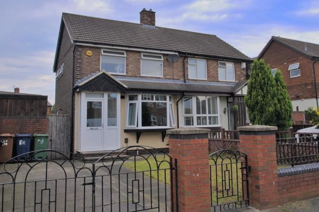 2 bedroom semi-detached house to rent in Berwick Avenue, Town End