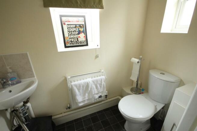 Guest Cloakroom / WC