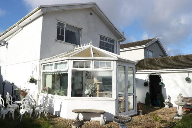 3 Bedroom Detached House For Sale In Beechwood Drive