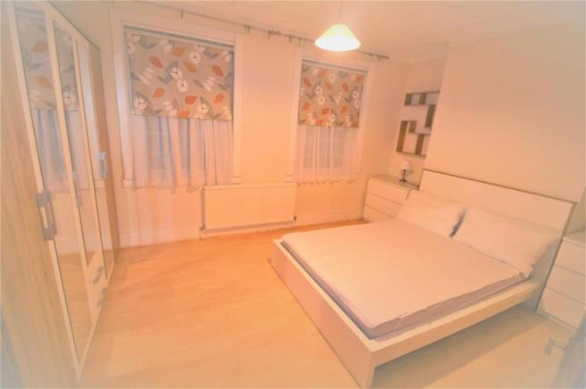 3 X DOUBLE BEDROOM