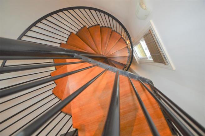STIRAL STAIRCASE