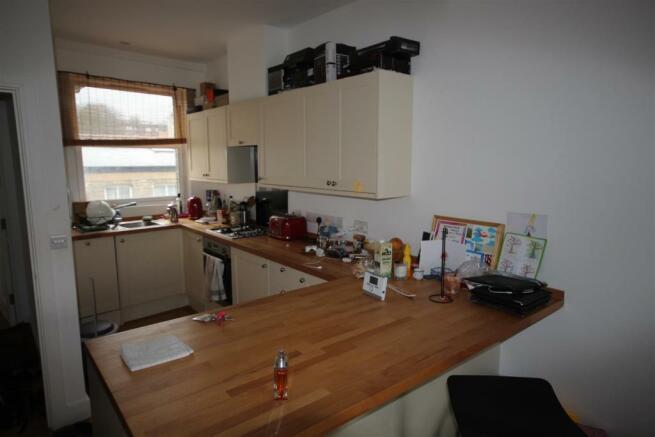 Flat 1 Kitchen5.JPG