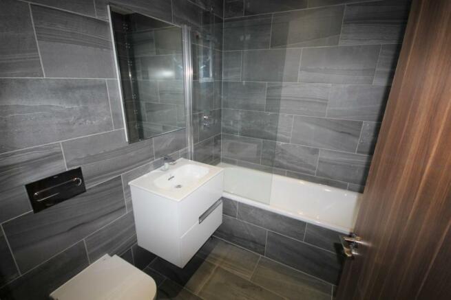 Flat 5 bath.JPG