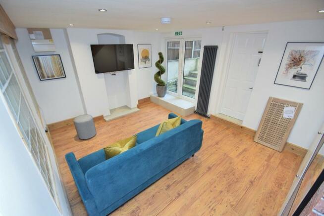 Bedroom 5 / lounge area