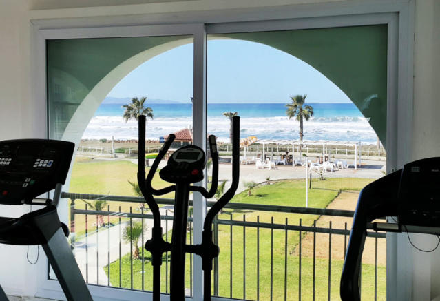 Great Deal on a 3 bedroom beachfront apartment - don't delay! Image 3