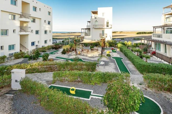 Great Deal on a 3 bedroom beachfront apartment - don't delay! Image 100