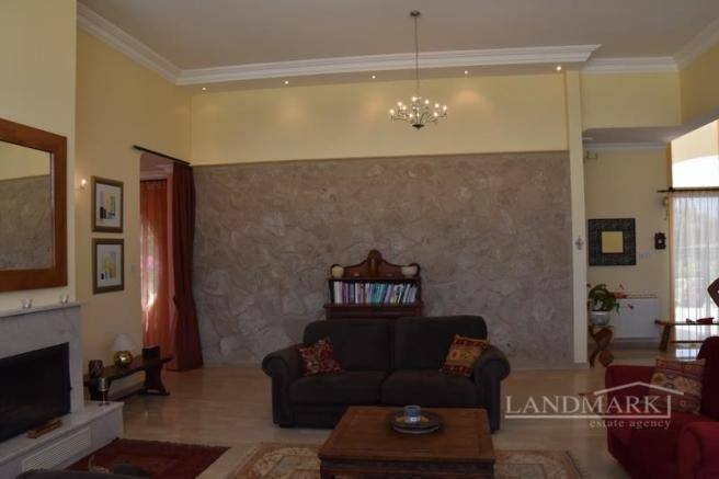 4 bedroom modern bungalow + pool + large plots size of 5932 m2 + Photo-voltaic solar system + privacy Image 9999