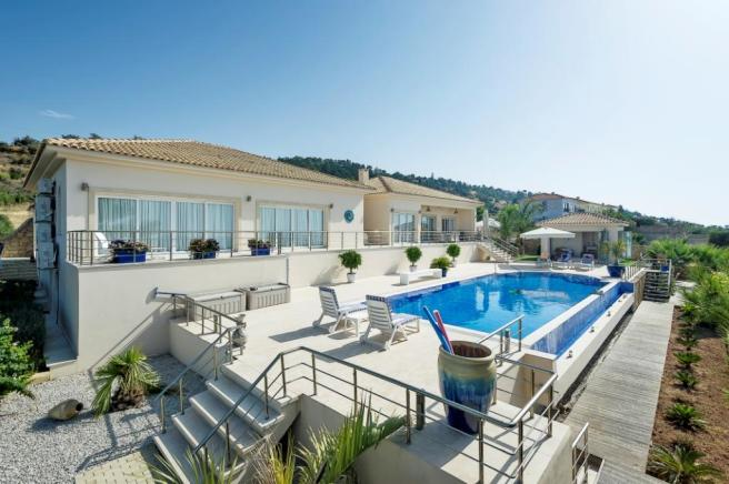 REDUCED Luxurious Bungalow with spectacular panoramic sea views  Image 1