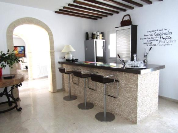 REDUCED Luxurious Bungalow with spectacular panoramic sea views  Image 5