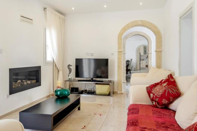 REDUCED Luxurious Bungalow with spectacular panoramic sea views  Image 4