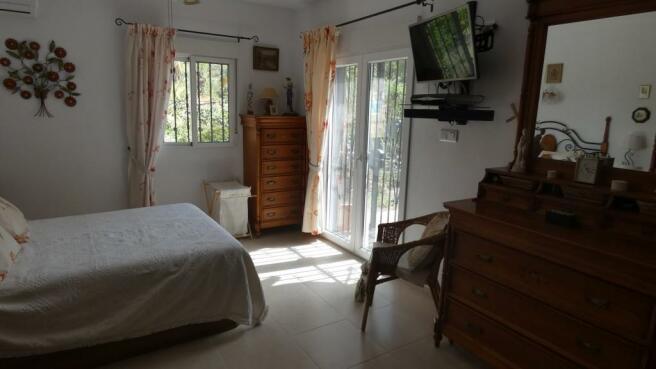 bedroom 1(b)
