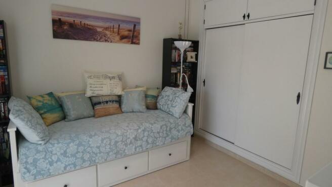 bedroom 2(b)