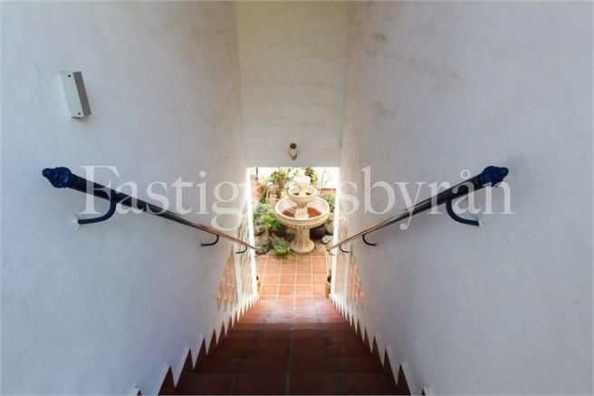 Detaljbild trappa till gemensam patio