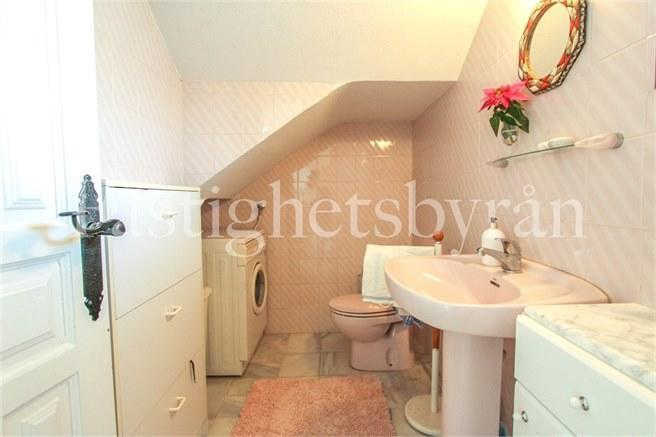 Badrum vid vardagsrum