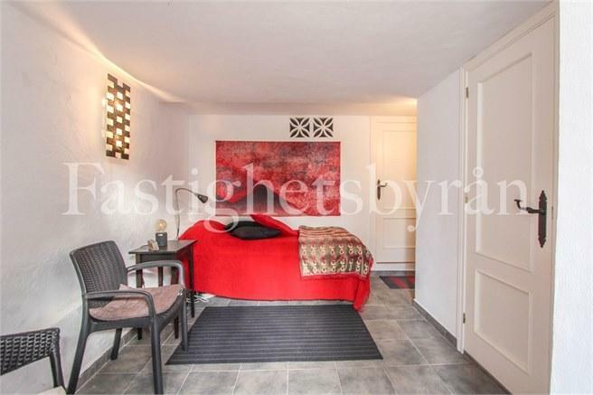 Extra sovrum och badrum i nedervåningen