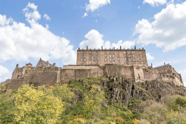 Image 10 Edinburhg Castle.jpg