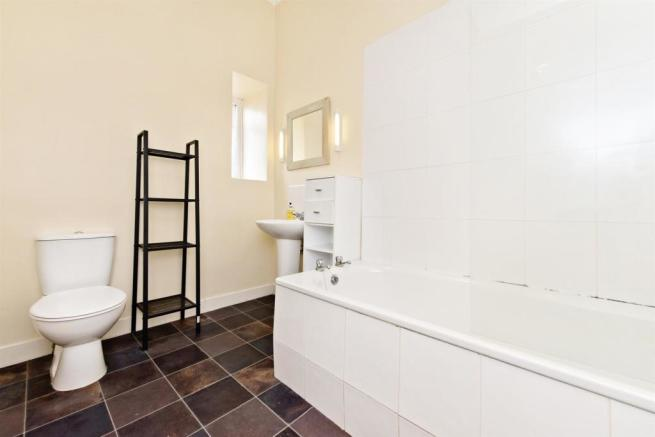 8_TipperlinnRd_Bathroom.jpg