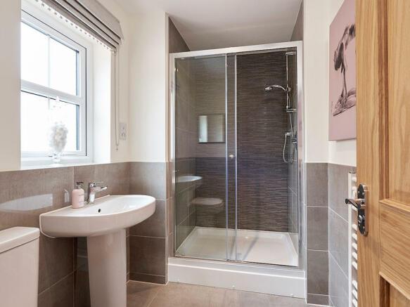 Large en-suite shower room