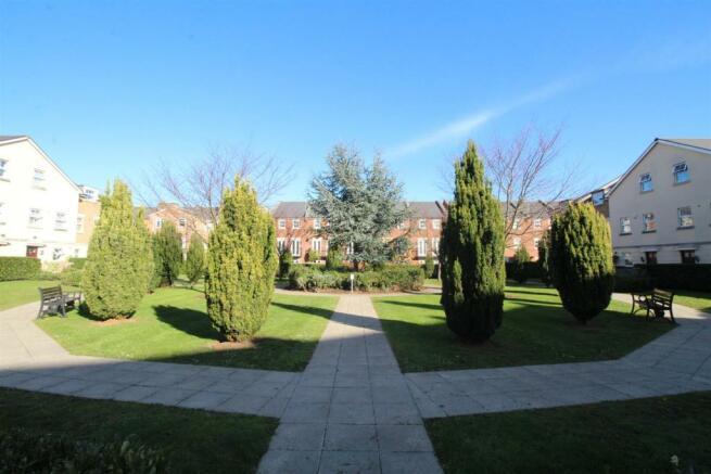 Brookbank Close - courtyard.JPG