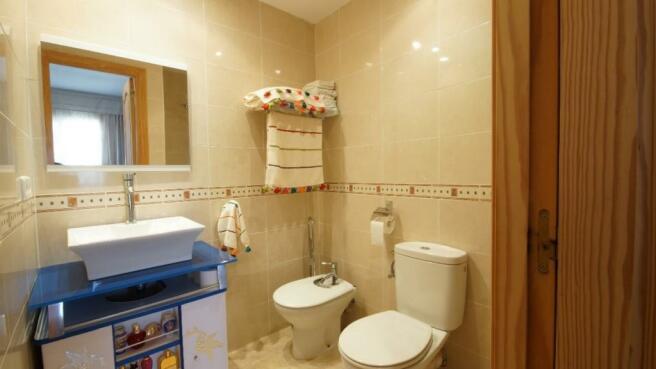 En-suite bath1